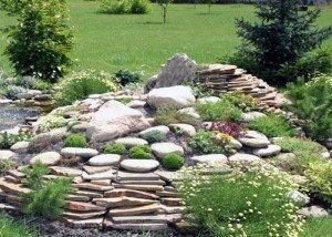 Клумба из натурального камня и порфира