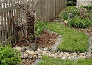 Декор двора натуральным камнем