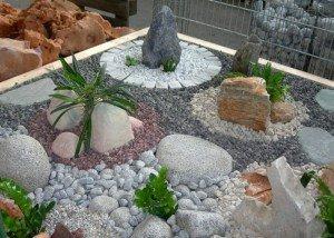 Декор участка редким камнем и отборным итальянским гравием