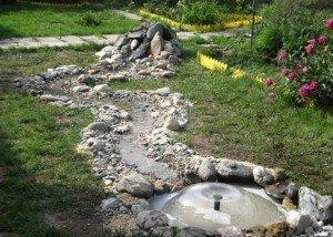 Искусственная речка из гранита и итальянского камня