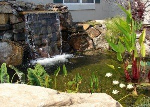 Водопад во дворе из редкого итальянского камня