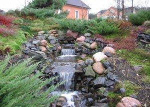 водопад из натурального камня и порфира