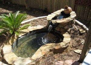 Искусственный водоем из камня и крошки