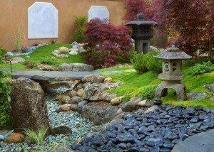 Декор из полированной гальки и редкого камня