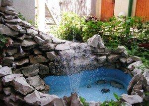 Искусственный фонтан из отборного гравия