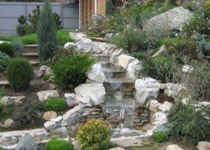 Водопад из гальки и итальянского камня