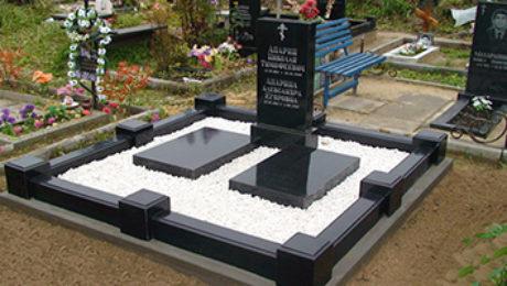 оформление могилки белым камнем крошкой
