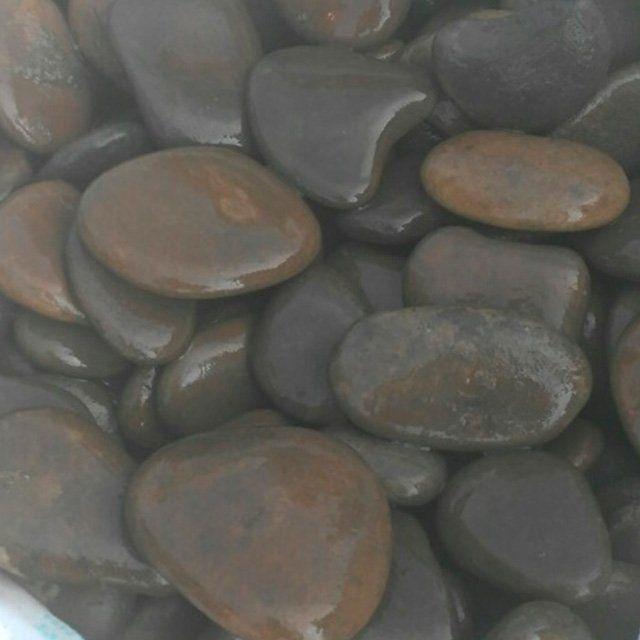 плоская черная галька, камень